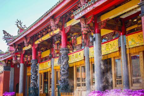 行天宮と青空(台湾・台北)の写真素材 [FYI03141920]
