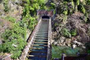 山梨県大月市の八ツ沢発電所施設第1号水道橋の写真素材 [FYI03142148]