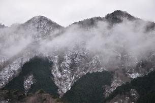 垂れ込める雲の写真素材 [FYI03142522]