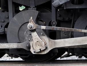 北米アメリカ合衆国コロラド州デュランゴシルバートン狭軌鉄道の蒸気機関車の車輪の写真素材 [FYI03142684]