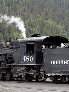米コロラド州デュランゴシルバートン狭軌鉄道の蒸気機関車とテンダーの側面の写真素材 [FYI03142731]