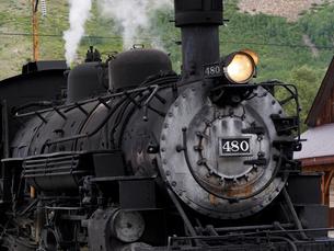 北米アメリカ合衆国コロラド州デュランゴシルバートン狭軌鉄道の蒸気機関車の正面風景の写真素材 [FYI03142793]
