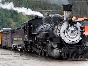 北米アメリカ合衆国コロラド州デュランゴシルバートン狭軌鉄道のシルバートン駅にとまっている蒸気機関車 #482の写真素材 [FYI03143094]