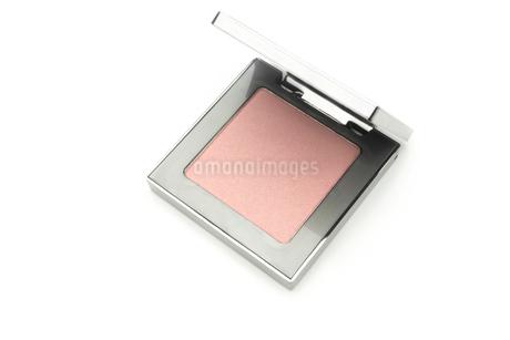 化粧品 チーク を白バックで。の写真素材 [FYI03143142]
