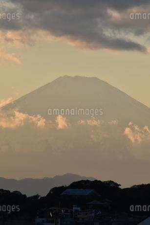 夕景富士 鎌倉七里ヶ浜の写真素材 [FYI03143489]
