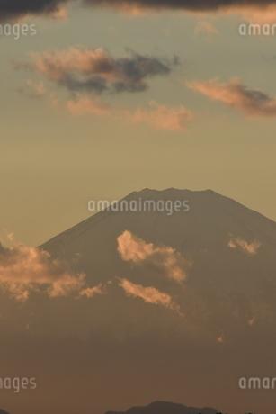 夕景富士 鎌倉七里ヶ浜の写真素材 [FYI03143490]