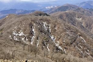 残雪の丹沢山地 鍋割山稜の写真素材 [FYI03143520]