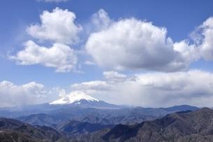 富士山と白雲の写真素材 [FYI03143532]