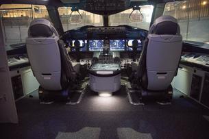 最新鋭 旅客機 コックピット ボーイング787の写真素材 [FYI03143614]