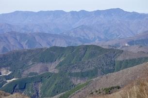 鷹ノ巣山より大菩薩連嶺を眺めるの写真素材 [FYI03143756]