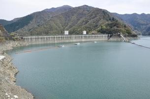 奥多摩湖 小河内ダムの写真素材 [FYI03143856]