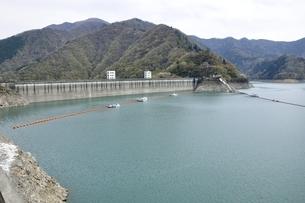 奥多摩湖 小河内ダムの写真素材 [FYI03143860]