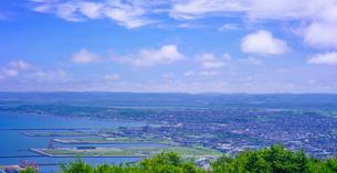 北海道 自然 風景 パノラマ 稚内公園より稚内市街遠望 の写真素材 [FYI03143919]