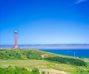 北海道 自然 風景 青空と稚内開基100年記念塔の写真素材 [FYI03143920]