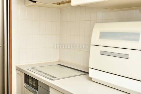 システムキッチン(IHクッキングヒーター、食洗器)の写真素材 [FYI03144276]