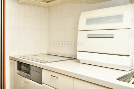 システムキッチン(IHクッキングヒーター、食洗器)の写真素材 [FYI03144277]