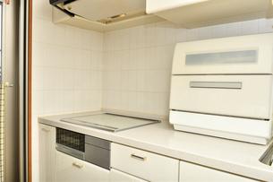 システムキッチン(IHクッキングヒーター、食洗器)の写真素材 [FYI03144278]