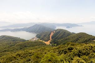 若狭湾と三方五湖を隔てる半島の写真素材 [FYI03144403]