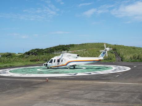 ヘリポートのヘリコプターの写真素材 [FYI03144832]