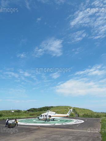 ヘリポートのヘリコプターの写真素材 [FYI03144834]