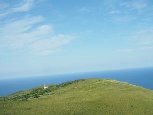 ヘリコプターから見た青ヶ島の写真素材 [FYI03144840]