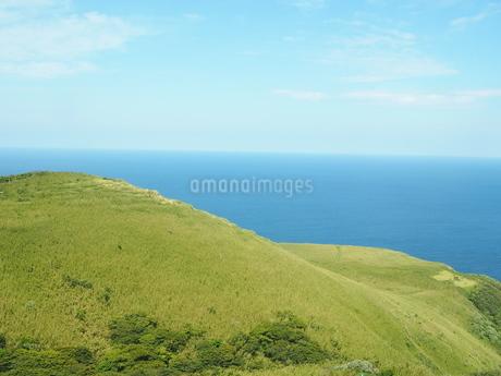 ヘリコプターから見た青ヶ島の写真素材 [FYI03144841]