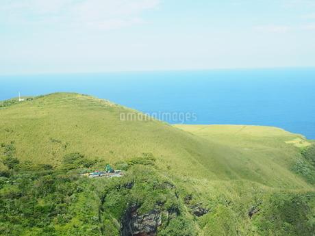 ヘリコプターから見た青ヶ島の写真素材 [FYI03144842]