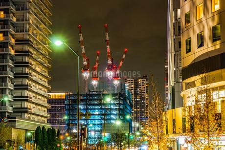 横浜・みなとみらいの高層ビル建設現場の写真素材 [FYI03144875]