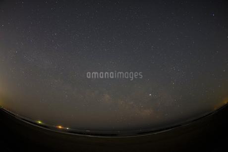 仙台市荒浜海岸から見える星空の写真素材 [FYI03144902]