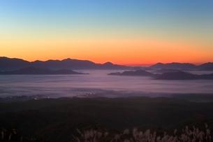 雲海と朝焼けの写真素材 [FYI03145020]