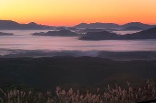 雲海と朝焼けの写真素材 [FYI03145025]