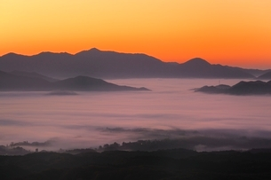 雲海と朝焼けの写真素材 [FYI03145027]