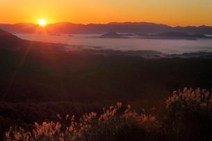 雲海と日の出の写真素材 [FYI03145030]