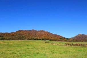 紅葉の蒜山と蒜山高原の写真素材 [FYI03145033]