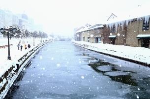 小樽運河 雪景色の写真素材 [FYI03145065]