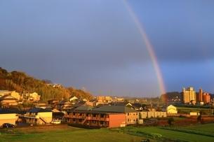夕照の虹の写真素材 [FYI03145186]