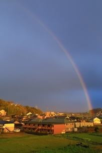 夕照の虹の写真素材 [FYI03145187]