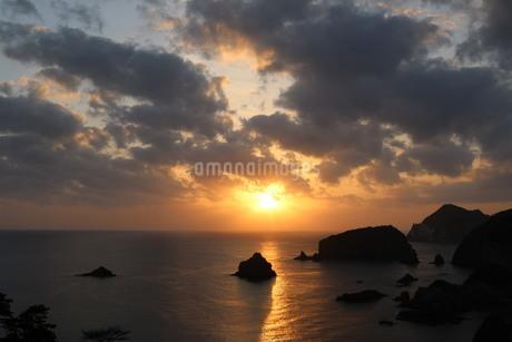 伊豆 石廊崎近くからの夕日の写真素材 [FYI03145382]
