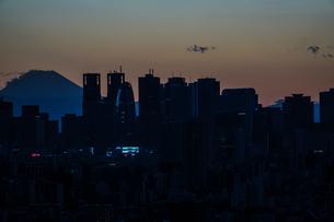 文京シビックセンターからの夕景の写真素材 [FYI03145405]