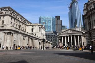 シティのイングランド銀行と王立取引所の写真素材 [FYI03145478]