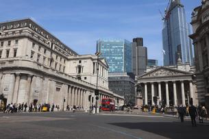 シティのイングランド銀行と王立取引所の写真素材 [FYI03145479]