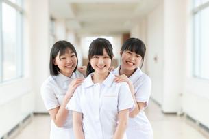 微笑む看護学生の写真素材 [FYI03145876]