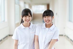 微笑む看護学生の写真素材 [FYI03145878]
