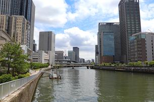 都会を流れる川の写真素材 [FYI03145982]
