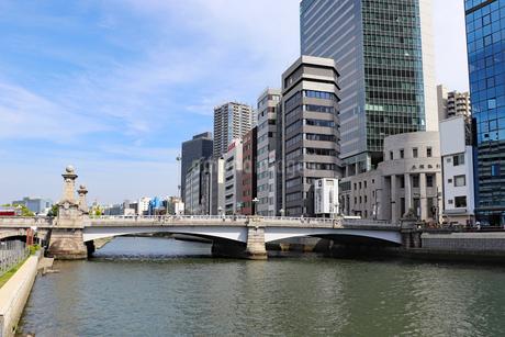 大阪中之島・土佐堀川と難波橋の写真素材 [FYI03145997]