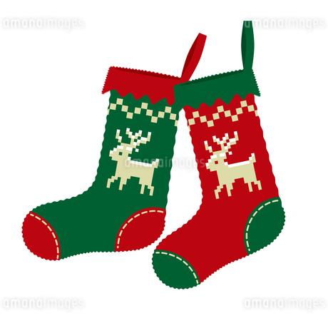 クリスマスのイメージイラスト_赤と緑のノルディック柄のクリスマスの靴下のイラストのイラスト素材 [FYI03146126]