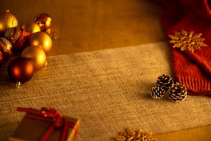 クリスマス小物の背景素材の写真素材 [FYI03146175]