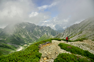 剱岳と登山者の写真素材 [FYI03146317]