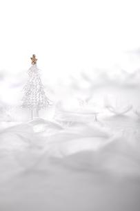 ガラスのクリスマスツリー  の写真素材 [FYI03146679]