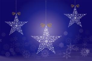 クリスマスのイメージの背景画像:聖夜に光る雪の結晶で作られた星の形のガーランドの写真素材 [FYI03146826]